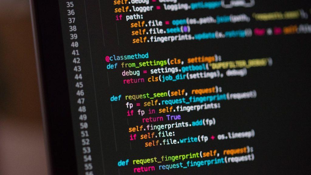 codezeilen auf einem monitor